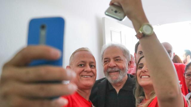 'Quem quiser disputar comigo, que venha para as ruas', diz Lula