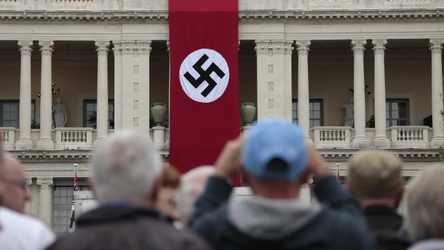 Líder neo-nazista se declara gay, judeu e abandona movimento