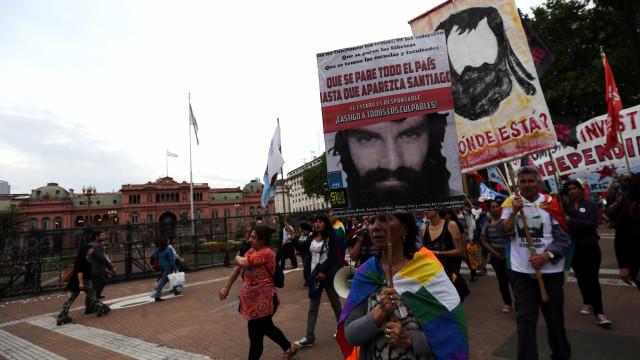 Corpo achado na Argentina paralisa eleições no aguardo da necrópsia