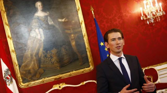 Áustria expulsa imãs e fecha mesquitas em luta contra o 'islã político'