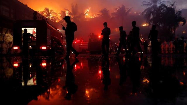 Hotel de luxo é destruído em incêndio em Myanmar