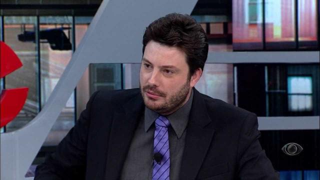 Danilo Gentili relembra perda do pai: 'Morreu nos meus braços'