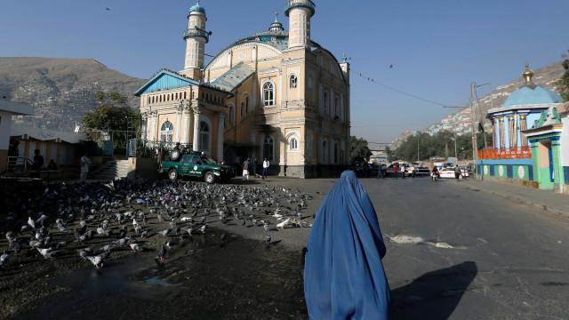Ataques contra mesquitas matam mais de 70 no Afeganistão