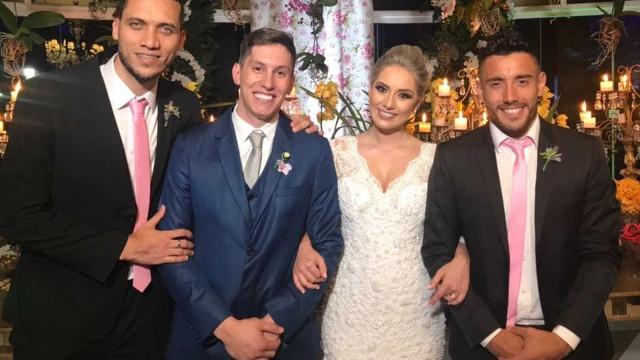 Jakson Follmann se casa em Chapecó; Neto e Ruschel são padrinhos