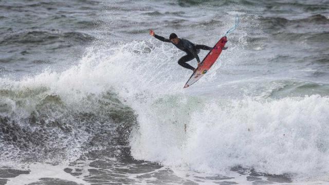 Gabriel Medina perde e vai à repescagem em Portugal