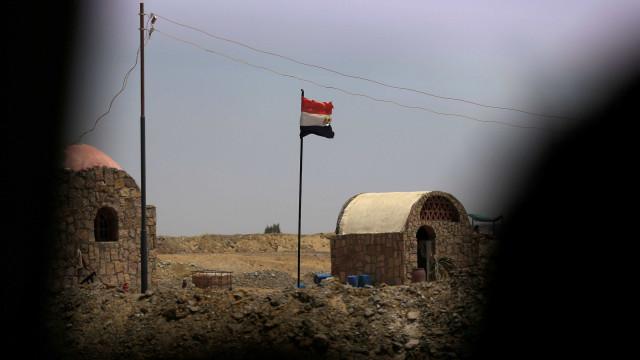 Mais de 50 policiais são mortos em emboscada no Egito