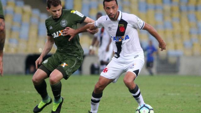 Vasco empata com Coritiba e fica de fora da zona da Libertadores