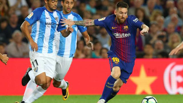Com ajuda de gol irregular, Barça vence mais uma e mantém folga