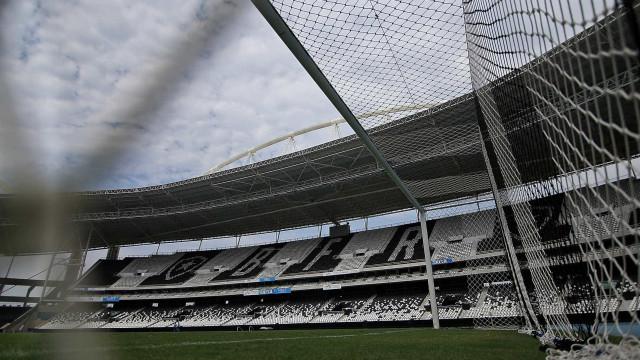 Em disputas opostas, Flamengo e Botafogo fazem clássico no Engenhão