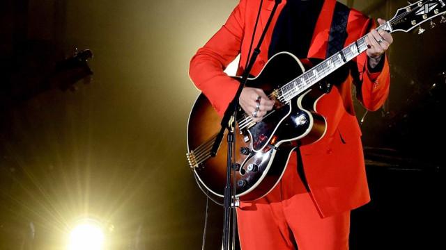 Harry Styles é apalpado em show e fãs são acusadas de assédio na web