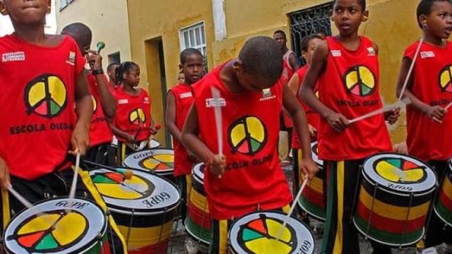 Escola Olodum retorna com oficinas gratuitas de música, dança e moda