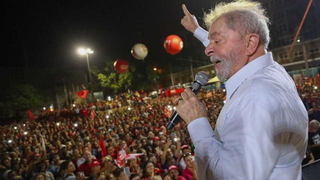 Manifestantes pró-Lula começam a montar acampamento em Porto Alegre