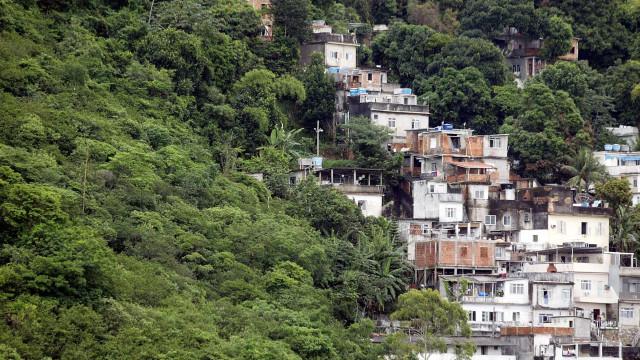 Tiroteio em favela de Copacabana termina com três pessoas baleadas