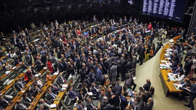 Maioria dos reeleitos na Câmara foi contra reformas