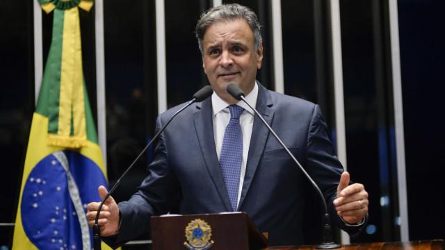 Evento do PSDB-SP tem coro de 'fora, Aécio' e tentativa de pacificação