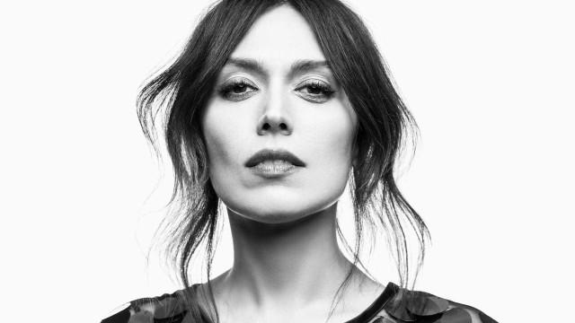 Cantora da Deolinda, Ana Bacalhau lança disco solo de 'peito aberto'