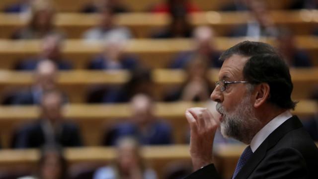 Premier espanhol destitui governo catalão e anuncia eleições