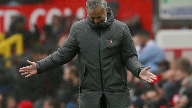 United congela conversas sobre renovação com Mourinho, diz jornal