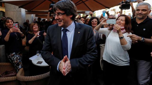 Contra intervenção de Madri, líder catalão pede oposição democrática