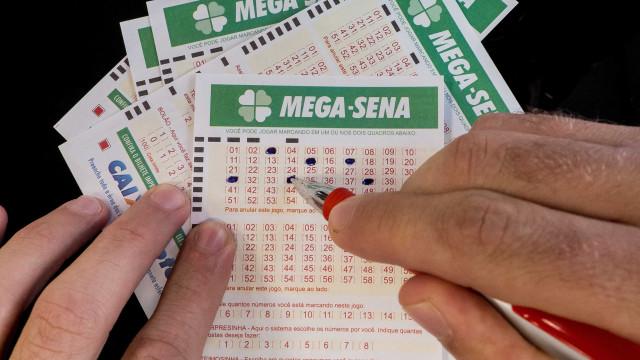 Ninguém acerta sorteio da Mega-Sena e prêmio acumula