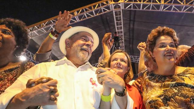 """Resultado de imagem para """"Não posso lançar Dilma candidata a nada porque ela não quer"""", diz Lula"""