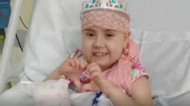 Menina com leucemia comove cidade e reúne 1,6 mil possíveis doadores