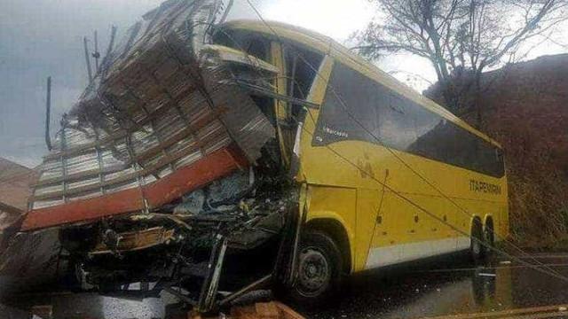 Acidente em MG deixa um morto e pelo menos 19 feridos