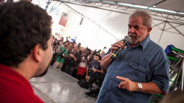 Dirigentes do PT veem líder do MTST como sucessor de Lula