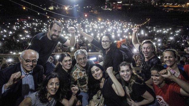 Mesmo com show proibido, Caetano e Sonia Braga vão à ocupação do MTST