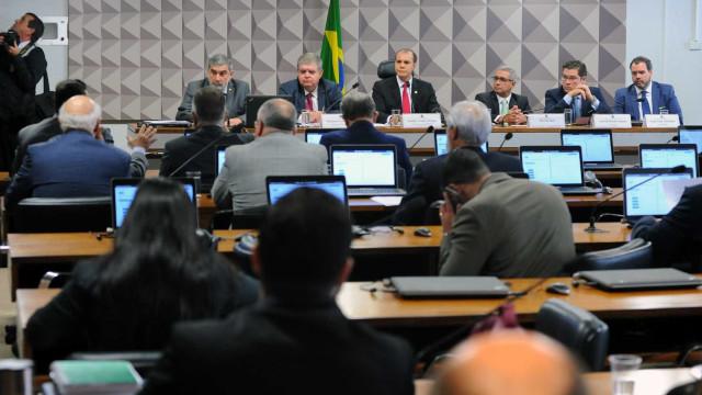 Relator faz alterações e consegue aprovar parecer final da CPI da JBS