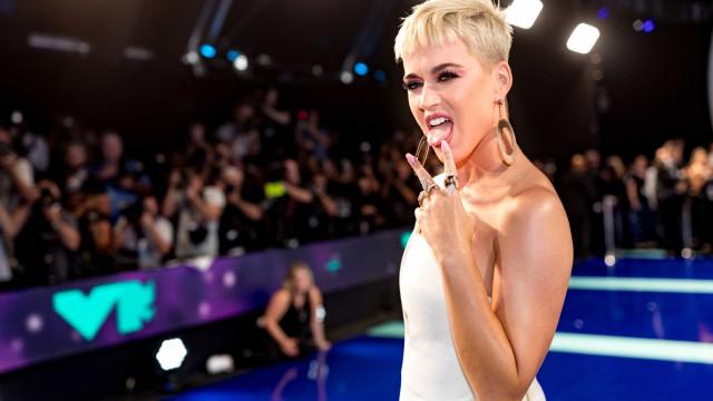 Katy Perry critica vestido de casamento de Meghan Markle