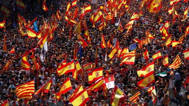 Quase duas mil empresas abandonam a Catalunha em meio à crise