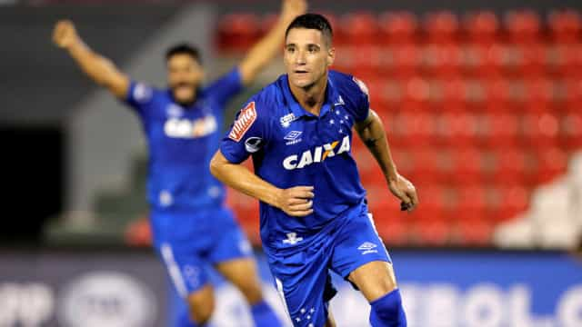 Thiago Neves brilha, e Cruzeiro vence o Flu de virada no Mineirão