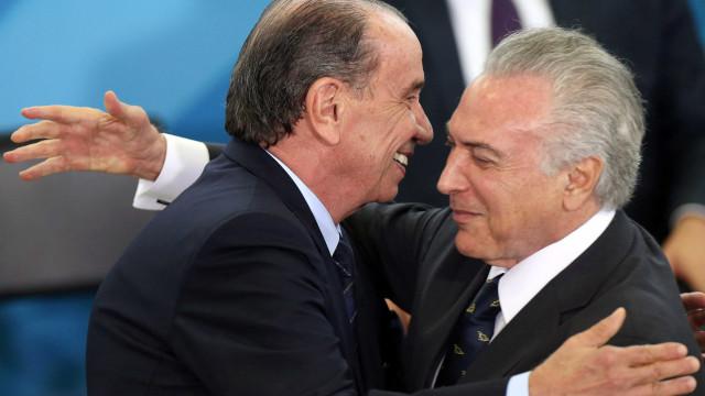 Resultado de imagem para Temer já admite saída de ministros do PSDB de seu governo