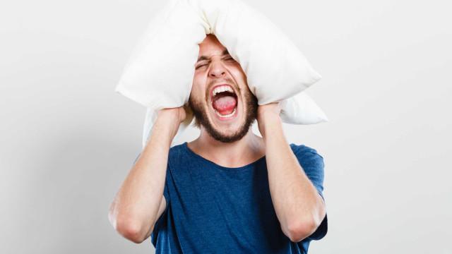 Dormir pouco faz tão mal quanto beber, aponta estudo