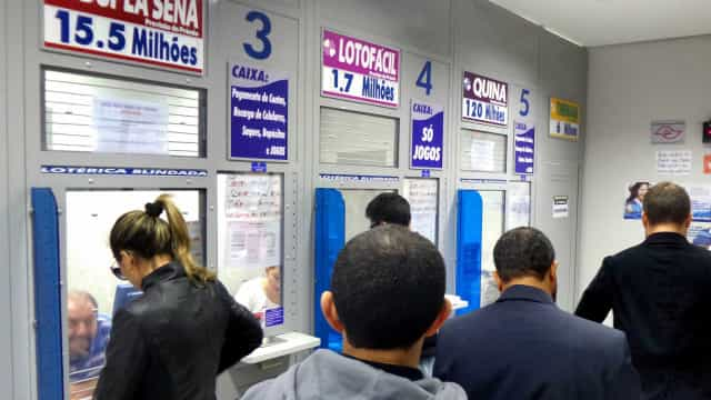 Três apostadores levam R$ 490 mil cada na Lotofácil