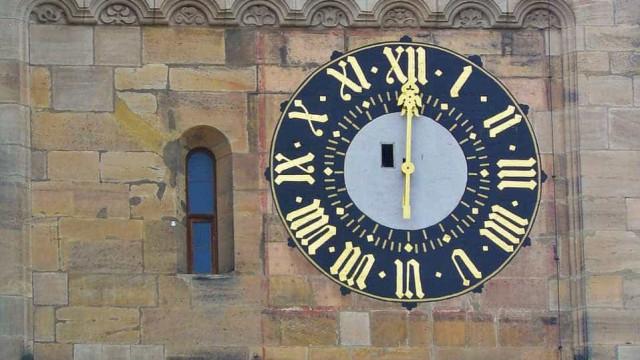 Pesquisadores encontram relógio solar romano com 2 mil anos