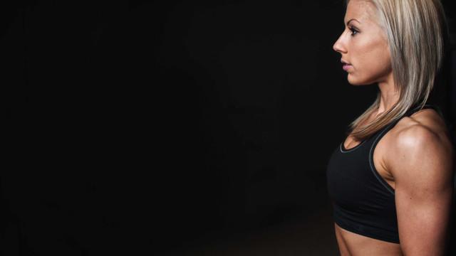 Barriga saliente pode ser resultado da má postura, diz especialista