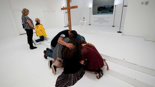 Igreja do Texas é reaberta sete dias após atentado que deixou 26 mortos