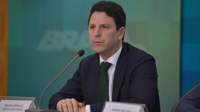Ministro Bruno Araújo, do PSDB, entrega carta de demissão a Temer