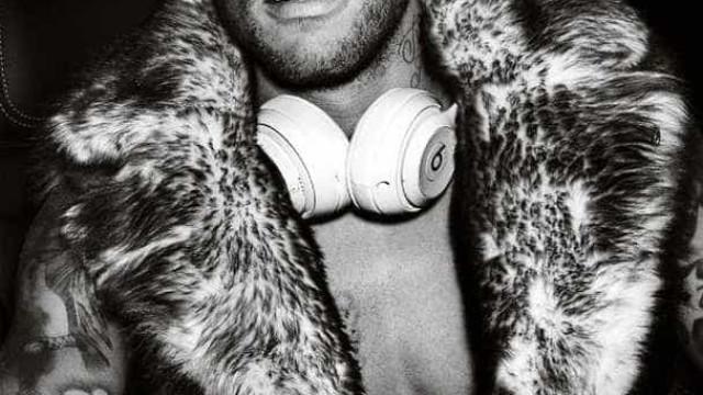 Neymar posa de cueca para badalado fotógrafo do mundo da moda