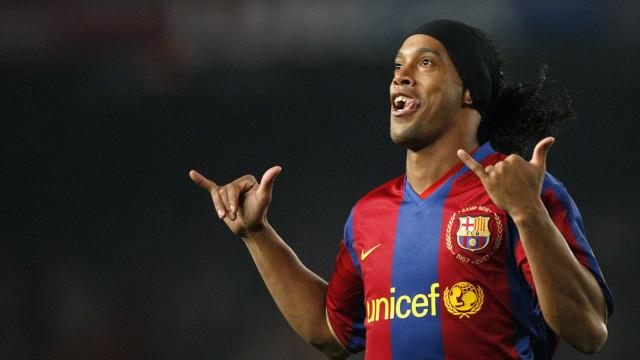 Barcelona emite comunicado sobre apoio de Ronaldinho a Bolsonaro