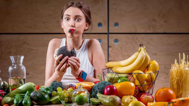 Por que comer rápido engorda e comer devagar não?