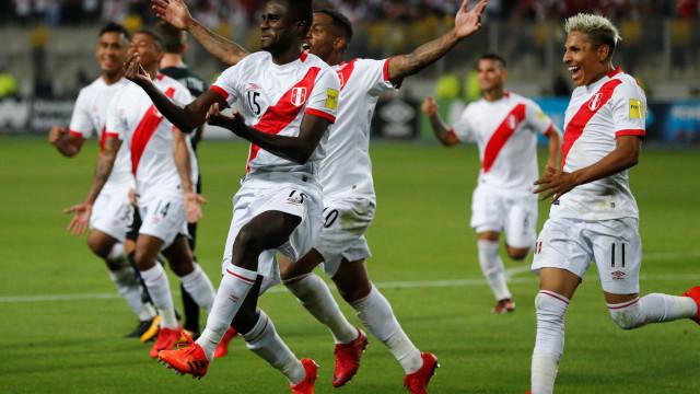 Peru vence Nova Zelândia e volta à Copa após 36 anos