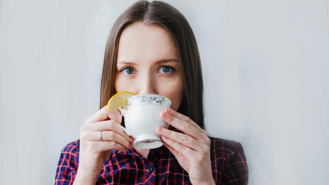 O que comer e beber para parar a dor de garganta
