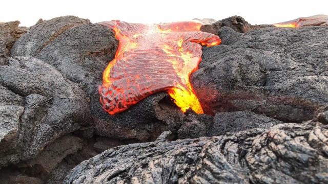 Uma excursão ao lado de lava vulcânica no Havaí