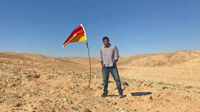 Indiano se declara rei de uma terra abandonada na África