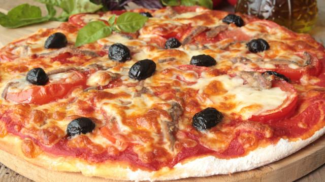 Receita simples: aprenda a fazer uma deliciosa pizza na frigideira