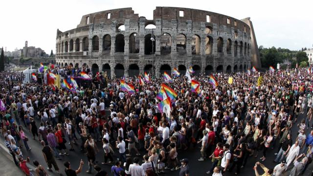 Prova na Itália trata homossexualidade como doença