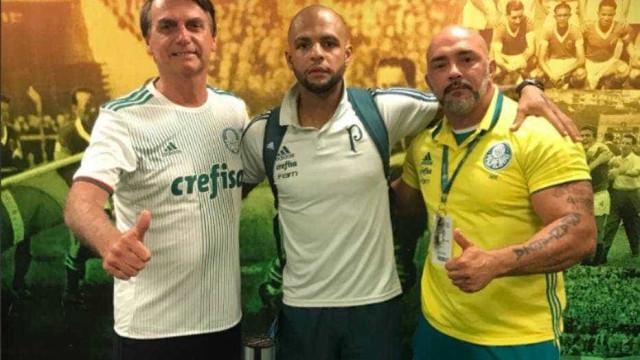 Bolsonaro vai a jogo do Palmeiras e ganha apoio de Felipe Melo